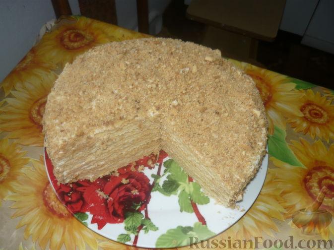 Фото приготовления рецепта: Свиные рёбрышки с розмарином, чесноком и мёдом, запечённые с картофелем (в духовке) - шаг №7