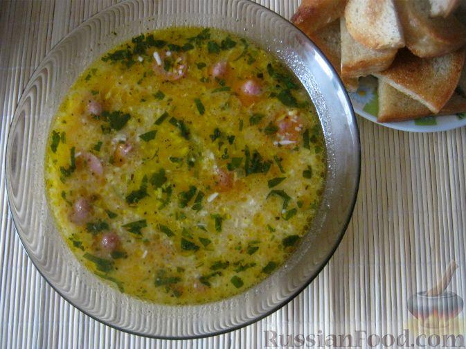 Фото приготовления рецепта: Сырный суп с сосисками - шаг №14