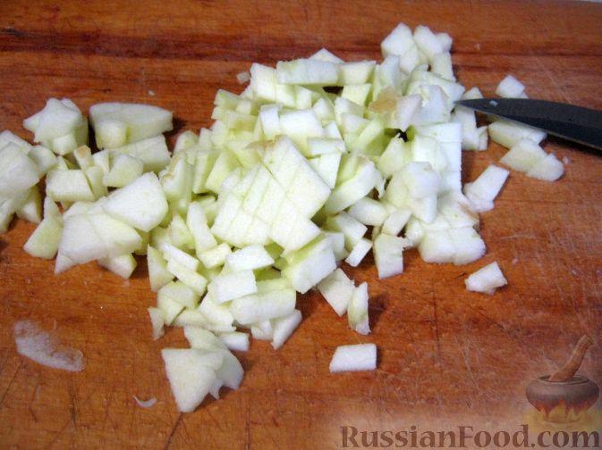 Фото приготовления рецепта: Салат мясной с яблоками и апельсинами - шаг №4