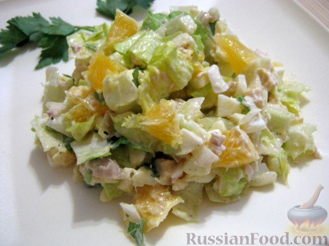 Фото приготовления рецепта: Салат мясной с яблоками и апельсинами - шаг №12