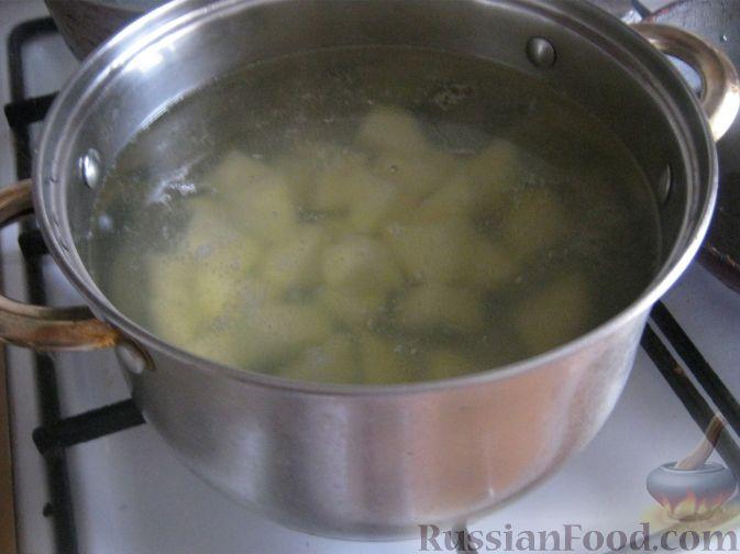 """Фото приготовления рецепта: Суп из тушенки """"20 минут"""" - шаг №3"""