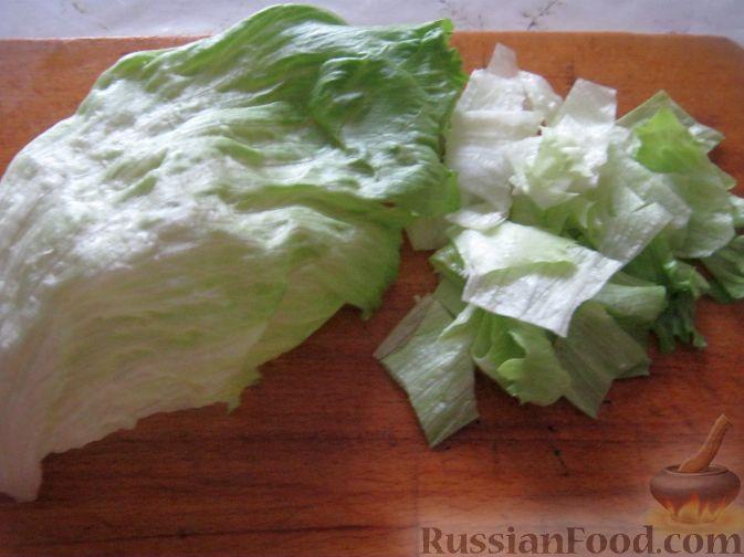 "Фото приготовления рецепта: Салат ""Курица с ананасами"" - шаг №7"