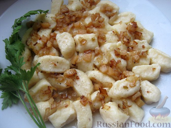 Рецепт Галушки творожные со шкварками