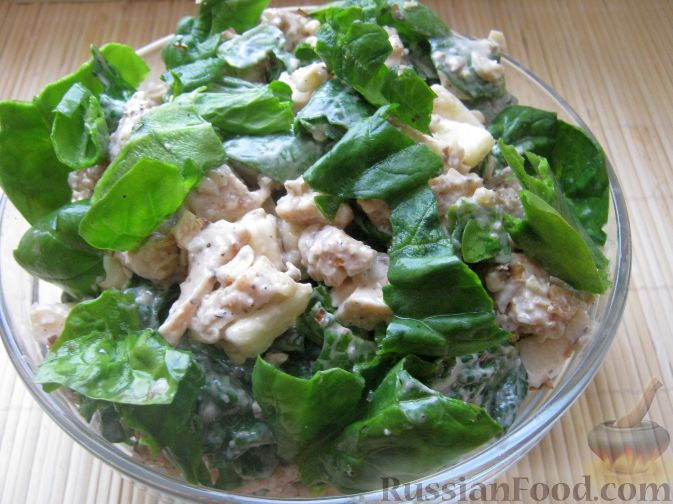 Рецепт Салат с курицей, яблоками и шпинатом
