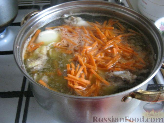 Фото приготовления рецепта: Куриный суп-лапша - шаг №5