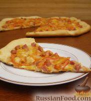 Фото к рецепту: Пицца с сыром и колбасой