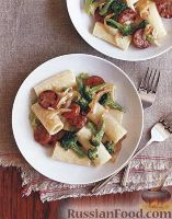 Фото к рецепту: Макароны с колбасой и брокколи