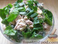 Фото к рецепту: Салат с курицей, яблоками и шпинатом