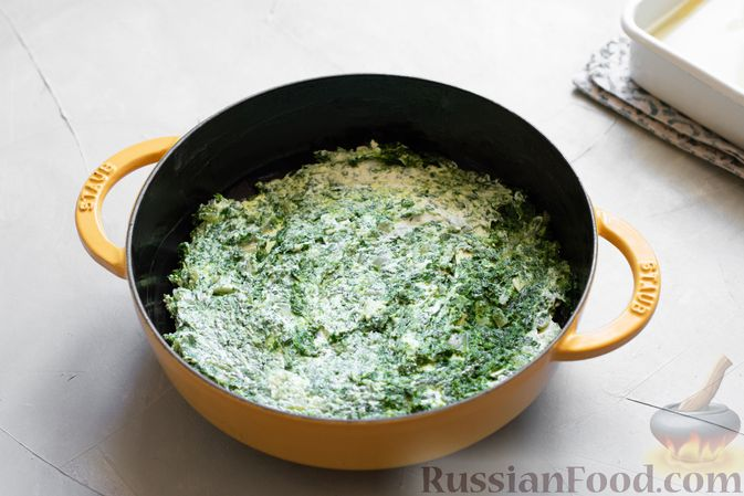 Фото приготовления рецепта: Закусочные сырные шарики с красной рыбой - шаг №6