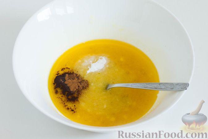 Фото приготовления рецепта: Банановое печенье с сушеной клюквой и мёдом - шаг №5