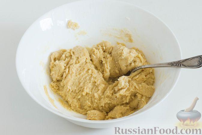 Фото приготовления рецепта: Банановое печенье с сушеной клюквой и мёдом - шаг №7