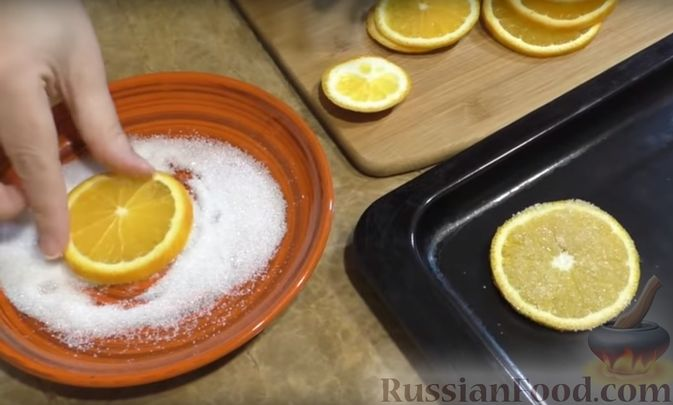 Фото приготовления рецепта: Грушевый пирог на кефире, с песочной крошкой - шаг №4