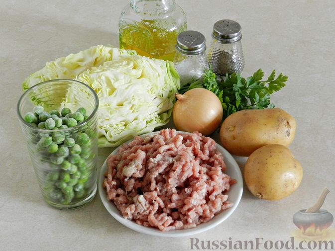 Фото приготовления рецепта: Суп с фрикадельками, капустой и зелёным горошком - шаг №1