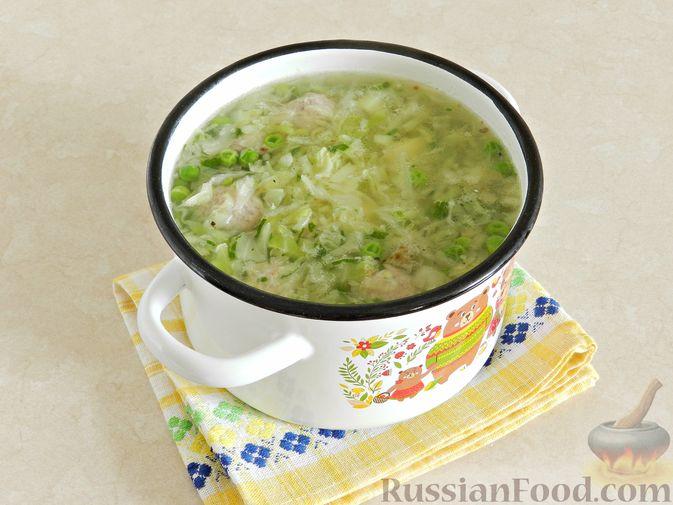 Фото приготовления рецепта: Суп с фрикадельками, капустой и зелёным горошком - шаг №10