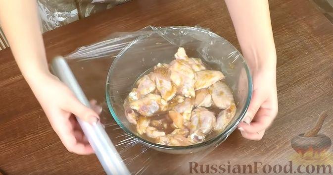 Фото приготовления рецепта: Закрытые песочные мини-пироги с грибами и фасолью - шаг №3