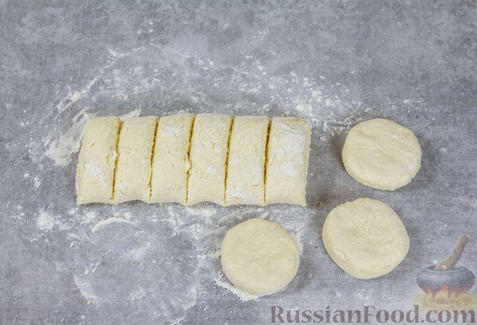 Фото приготовления рецепта: Гороховый суп с копчёной грудинкой и курицей - шаг №6