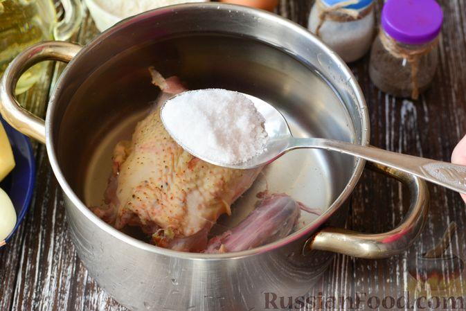 Фото приготовления рецепта: Курица, тушенная с квашеной капустой - шаг №14