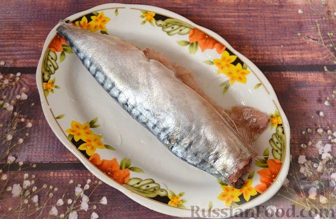 Фото приготовления рецепта: Суп из скумбрии с картофелем и рисом - шаг №2