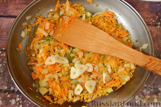 Фото приготовления рецепта: Суп из скумбрии с картофелем и рисом - шаг №8
