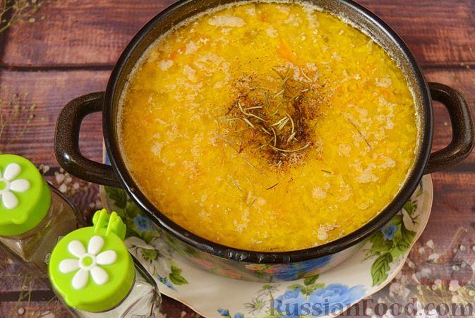 Фото приготовления рецепта: Суп из скумбрии с картофелем и рисом - шаг №13
