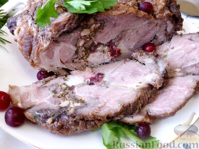 """Фото к рецепту: Буженина """"Мясное ассорти"""" (из свинины, говядины и курицы)"""