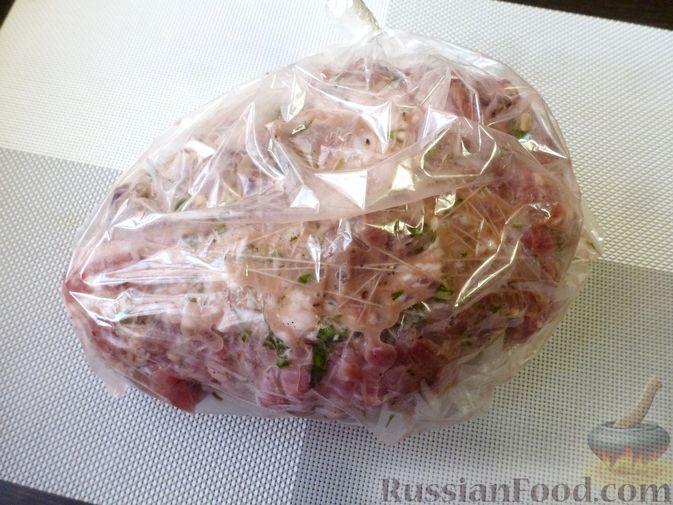 """Фото приготовления рецепта: Буженина """"Мясное ассорти"""" (из свинины, говядины и курицы) - шаг №19"""