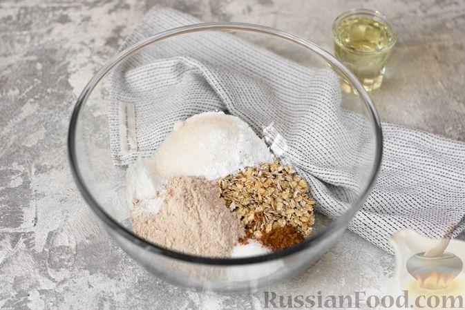 Фото приготовления рецепта: Овсяные кексы с семечками и клюквой - шаг №2