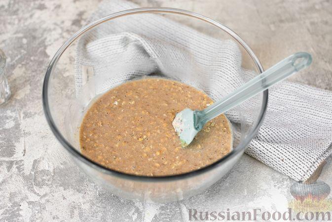 Фото приготовления рецепта: Овсяные кексы с семечками и клюквой - шаг №4