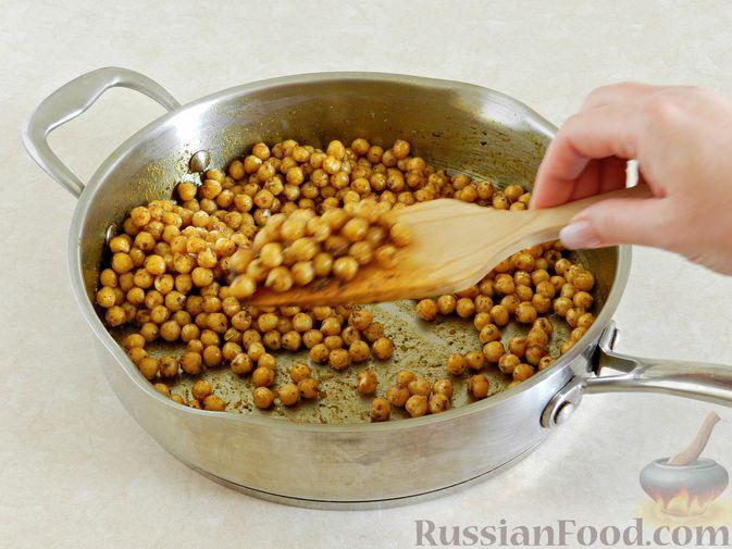 Фото приготовления рецепта: Фриттата с лососем и брюссельской капустой - шаг №5