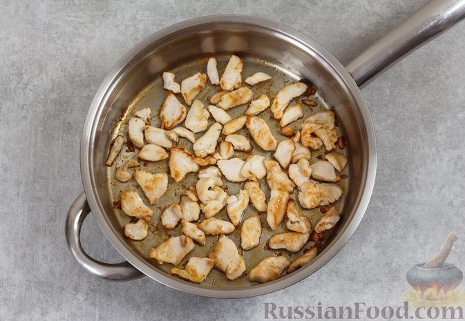 Фото приготовления рецепта: Закрытый пирог из песочного теста с капустной начинкой - шаг №11