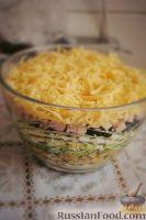 Фото к рецепту: Яркий салат с черносливом