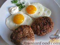 Фото к рецепту: Рубленый бифштекс с яйцом