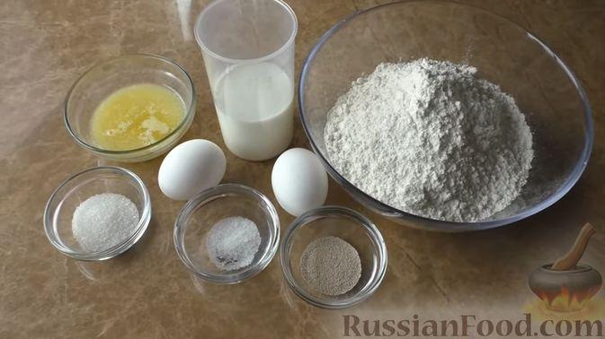 Фото приготовления рецепта: Щи из квашеной капусты с беконом, грибами и томатной пастой - шаг №7