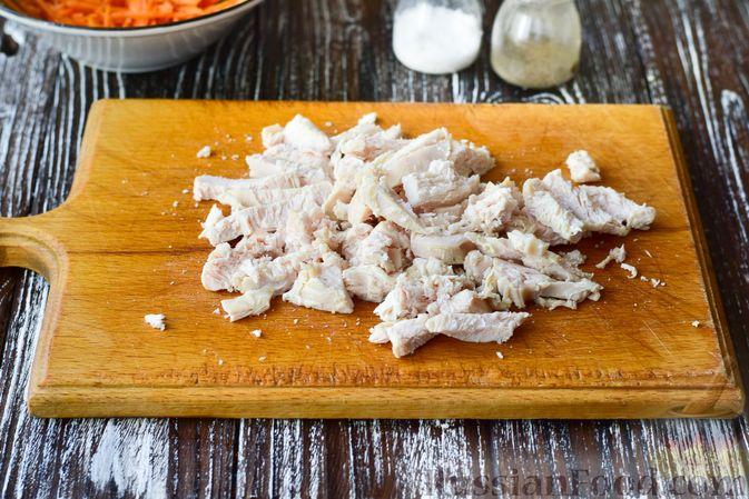 Фото приготовления рецепта: Куриные тефтели, запечённые с гречкой - шаг №2