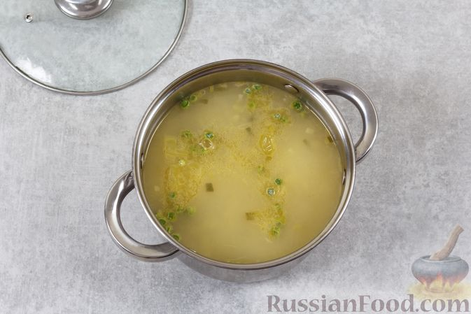 Фото приготовления рецепта: Борщ с квашеной капустой и фасолью - шаг №6