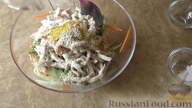 Фото приготовления рецепта: Слойки-конвертики с чечевицей, морковью и курагой - шаг №4