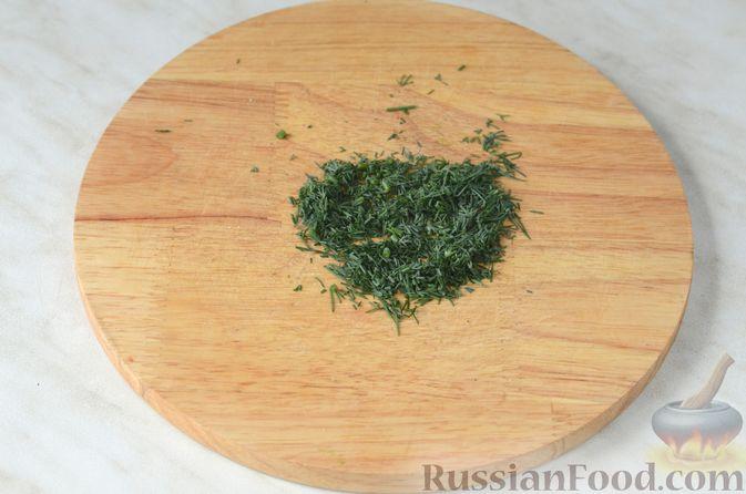 Фото приготовления рецепта: Цветная капуста в чесночном соусе, запечённая под сыром - шаг №5