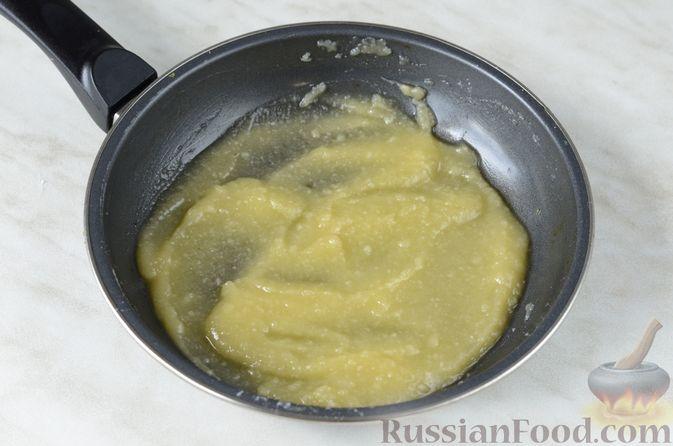 Фото приготовления рецепта: Цветная капуста в чесночном соусе, запечённая под сыром - шаг №7