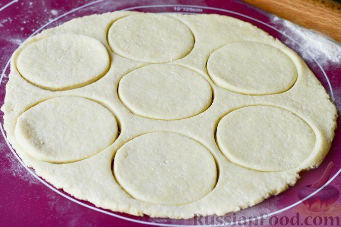 Фото приготовления рецепта: Творожные кнедлики с клубникой - шаг №8