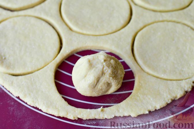 Фото приготовления рецепта: Творожные кнедлики с клубникой - шаг №10