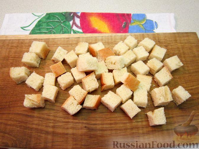 Фото приготовления рецепта: Омлет с хлебом, болгарским перцем и луком - шаг №2