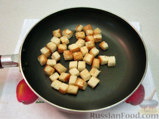 Фото приготовления рецепта: Омлет с хлебом, болгарским перцем и луком - шаг №4