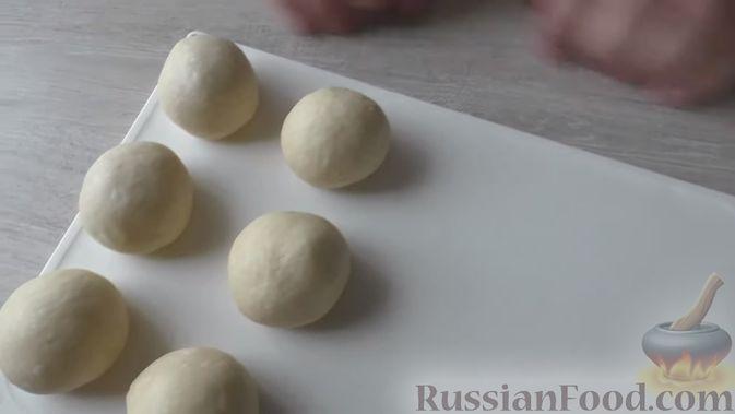 Фото приготовления рецепта: Слоёный салат со шпротами, картофелем,  солёными огурцами и маслинами - шаг №1
