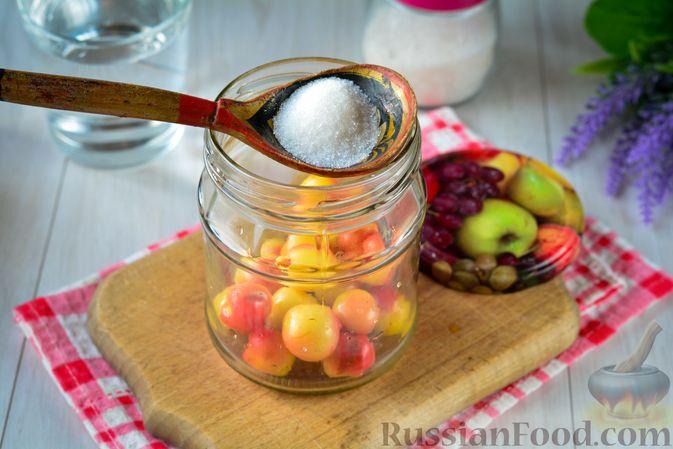 Фото приготовления рецепта: Компот из жёлтой черешни на зиму - шаг №6