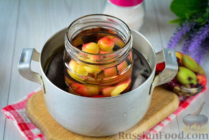Фото приготовления рецепта: Компот из жёлтой черешни на зиму - шаг №8