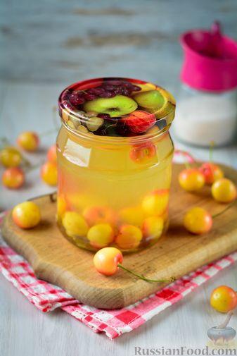 Фото приготовления рецепта: Компот из жёлтой черешни на зиму - шаг №10