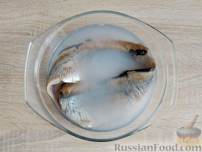 Фото приготовления рецепта: Томатный суп с мясными фрикадельками и рисом - шаг №9