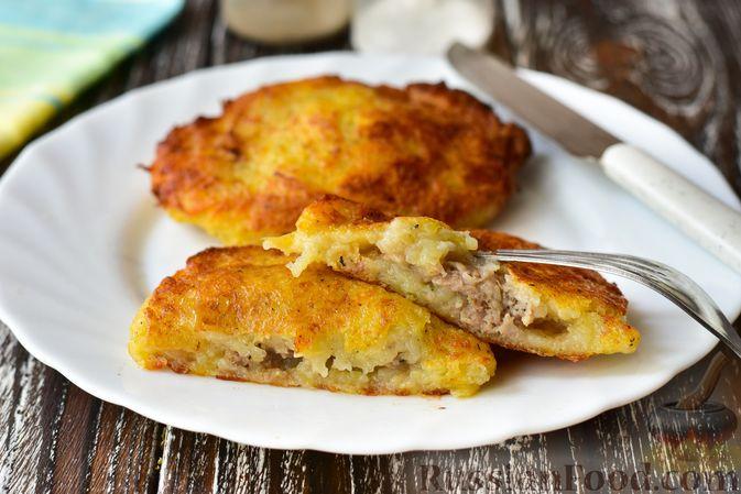 Фото приготовления рецепта: Рагу с картофелем, фасолью и тефтелями, тушенными с грибами и вином - шаг №10