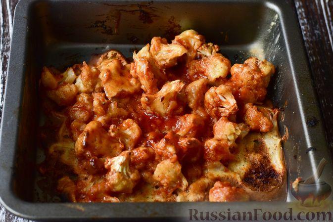 Фото приготовления рецепта: Запечённая цветная капуста в томатно-медовом соусе - шаг №10