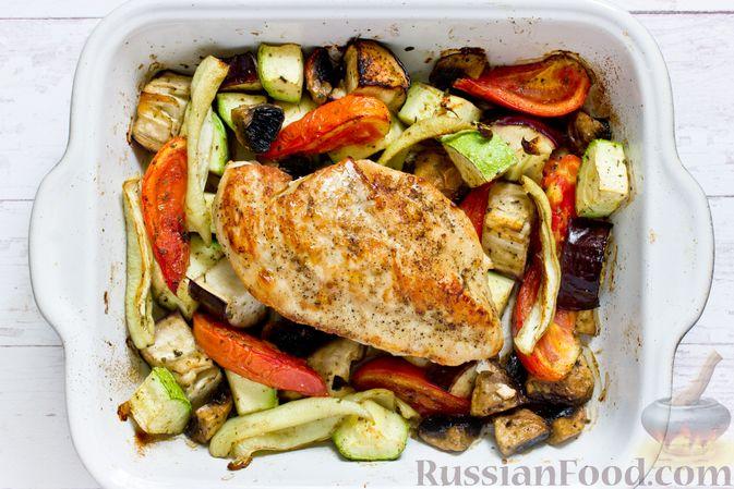 Фото приготовления рецепта: Суп с курицей и тыквенной лапшой - шаг №3